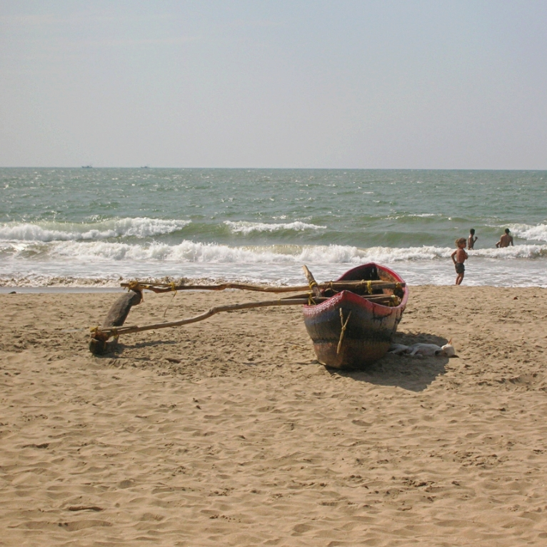 boat beach kudle india gokarna
