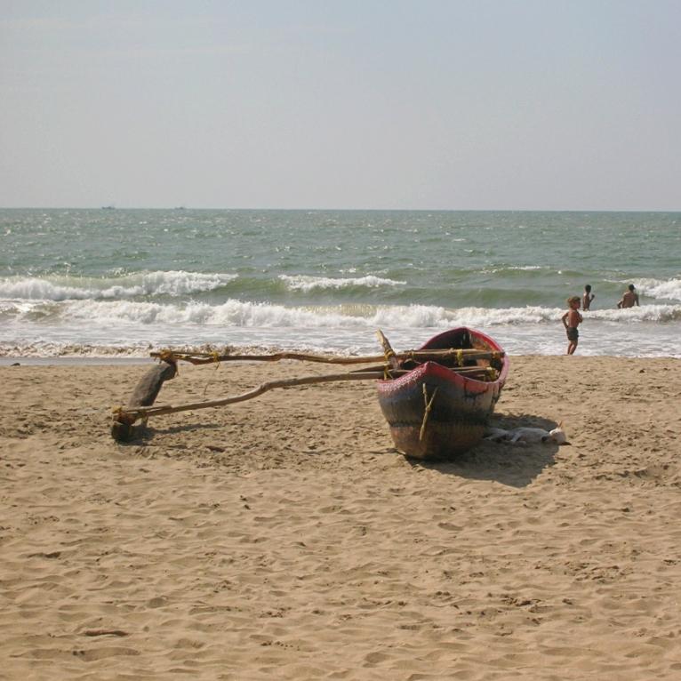 boat beach kudle india gokarna