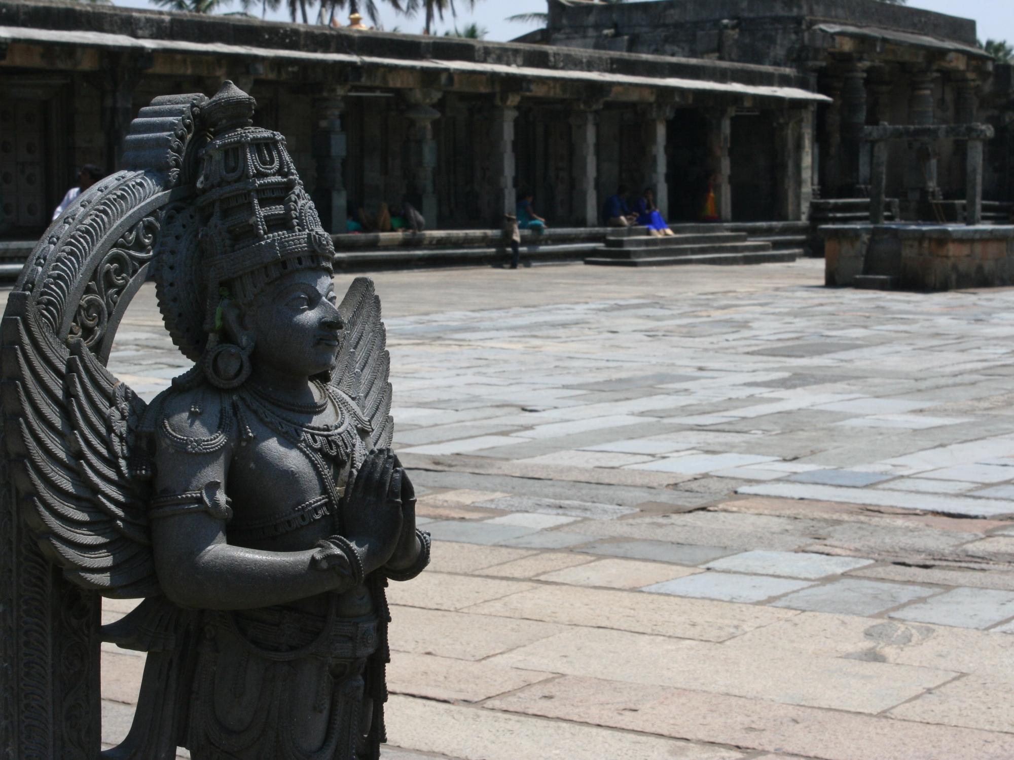 temple statue beur karnataka india travel