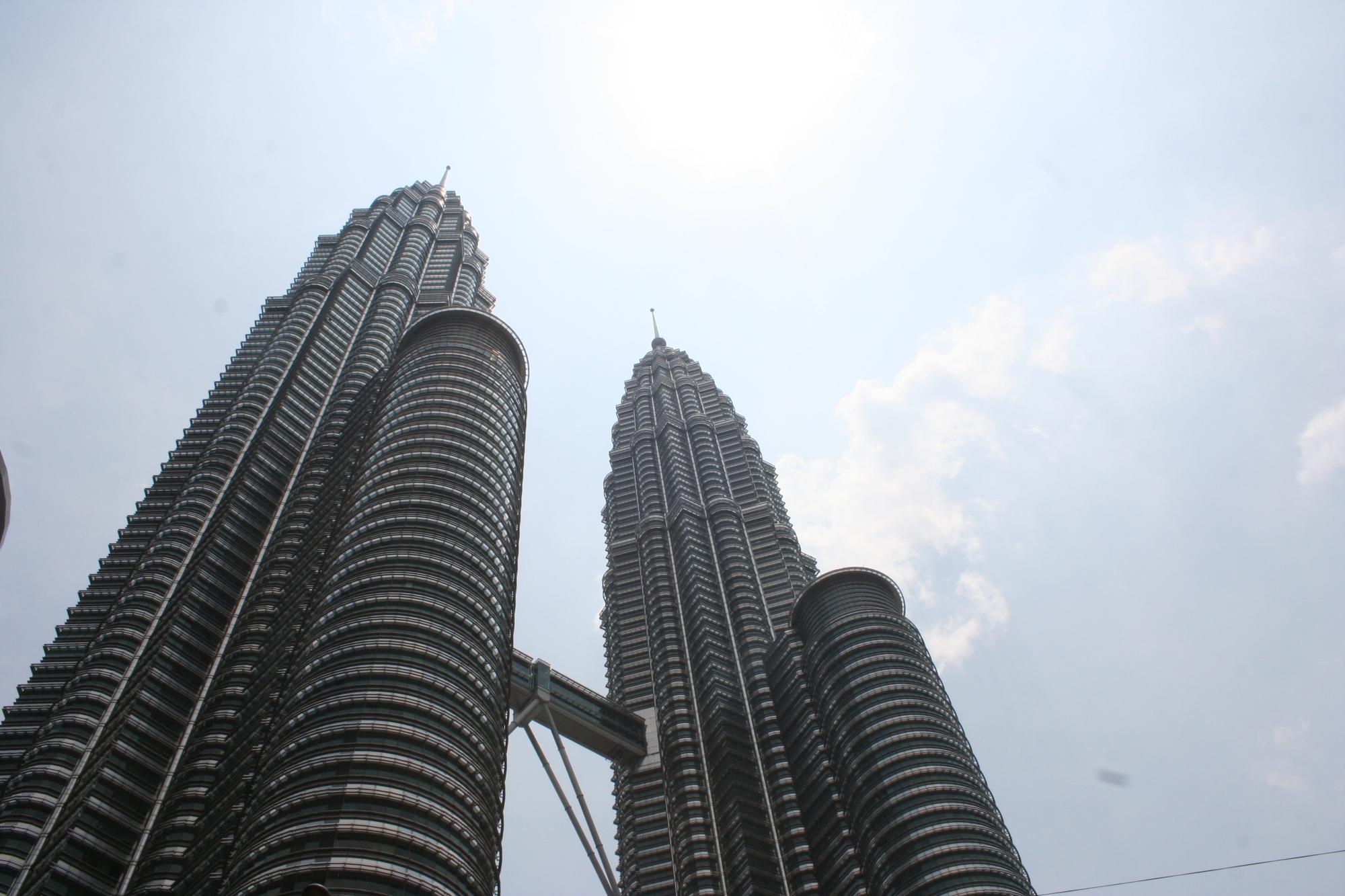 patronas twin towers kuala lumpur malaysia
