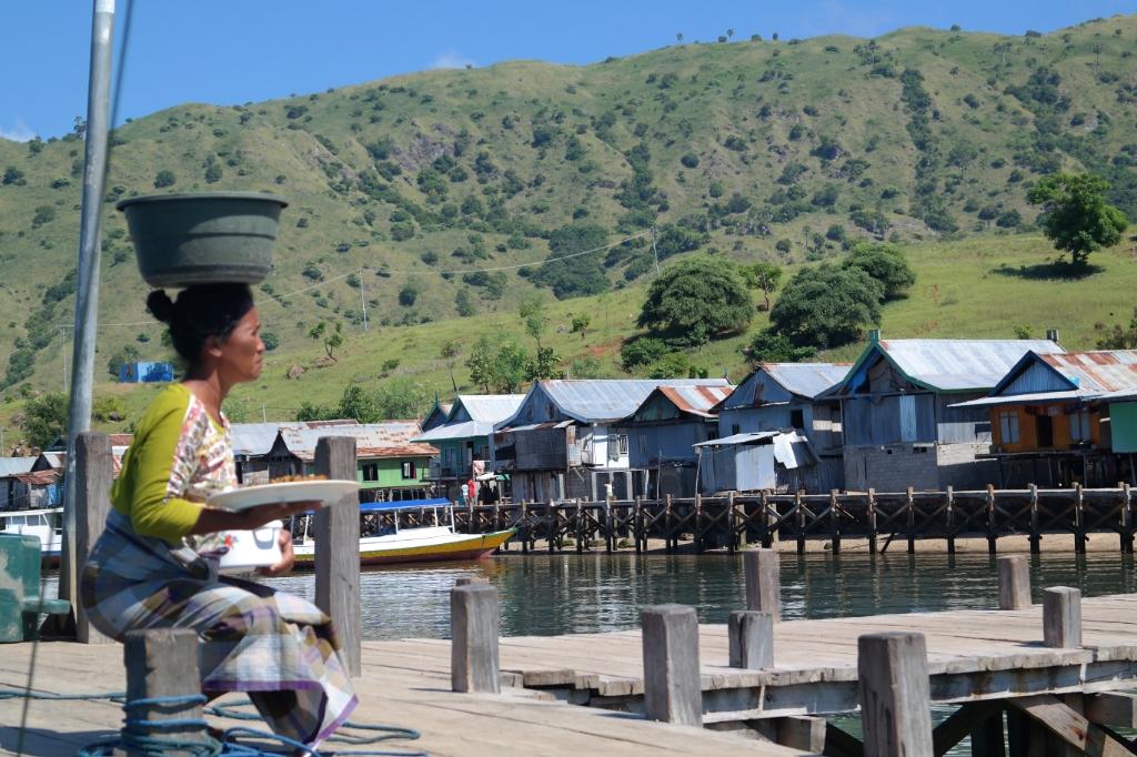 komodo island village woman