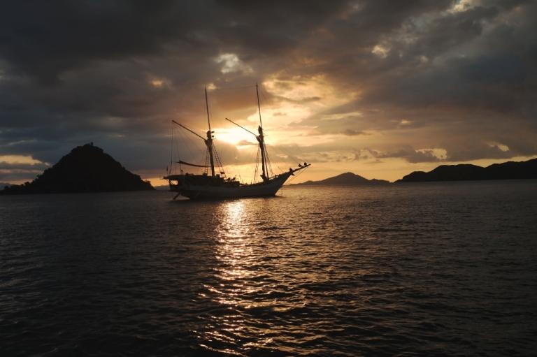 sunset boat indonesia