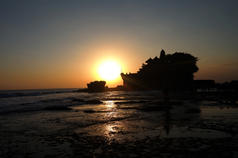 Tanah Lot Temple bali indonesia travel