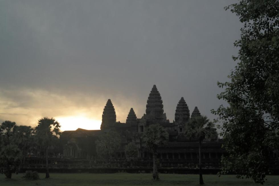 angkor wat temple cambodia travel