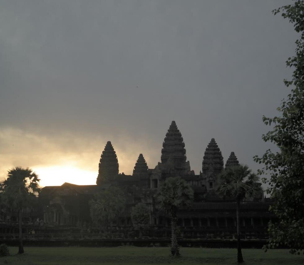 angkor wat temple cambodia travel