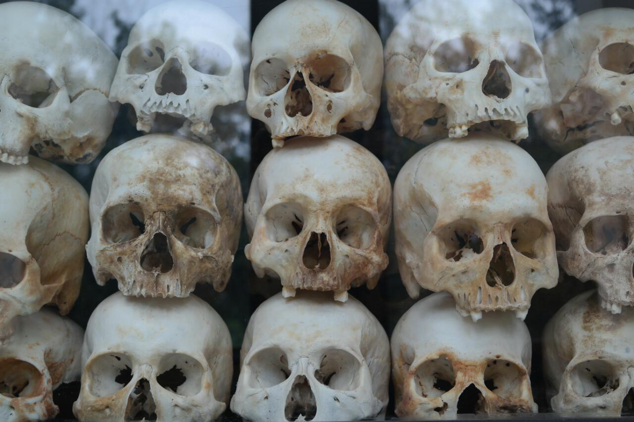 killing fields cambodia skulls
