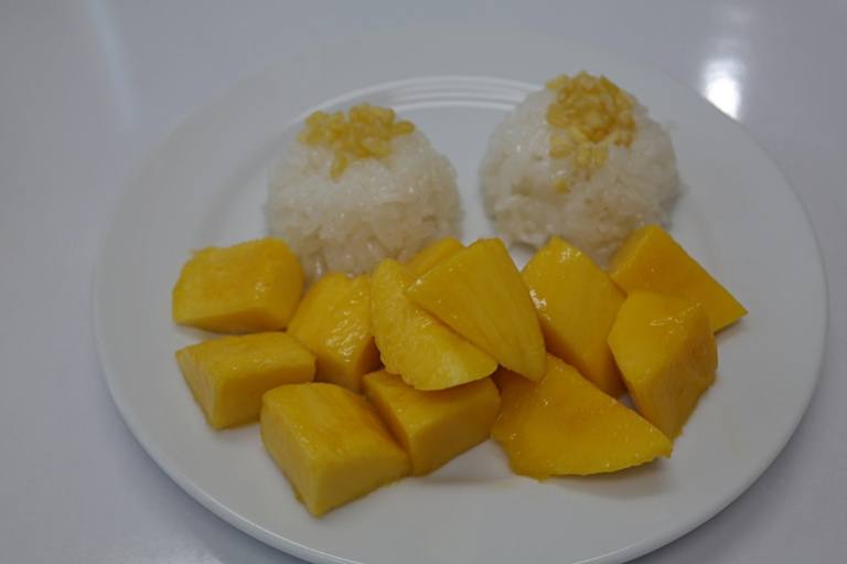 mango sticky rice dessert thai food